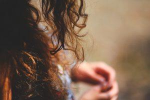 Cara Agar Rambut Tidak Mengembang dan Keriting Setelah Keramas