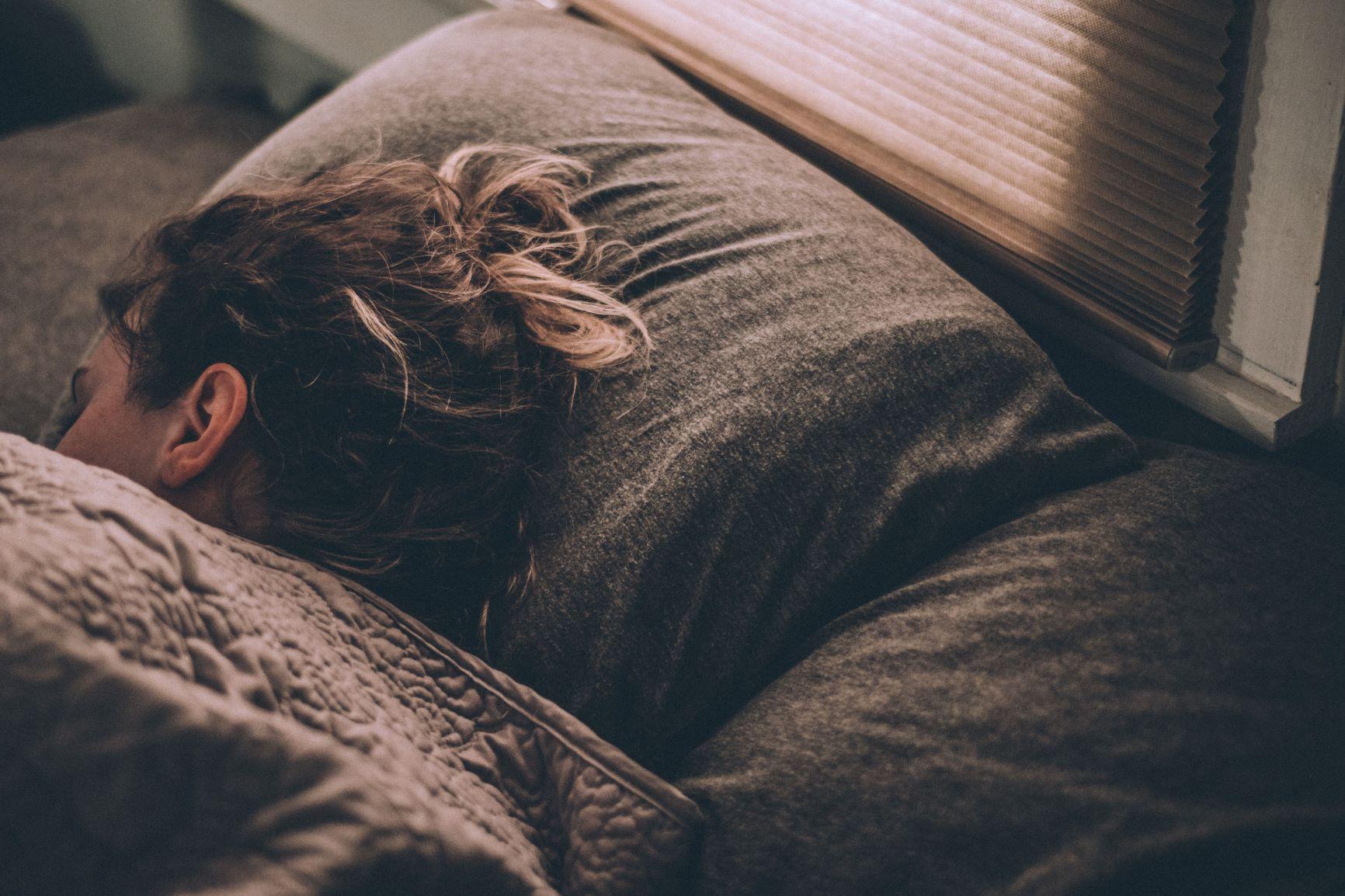 Cara Agar Bisa Cepat Tidur dan Bangun Pagi